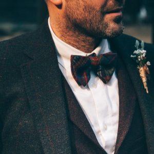 Gut gekleidet